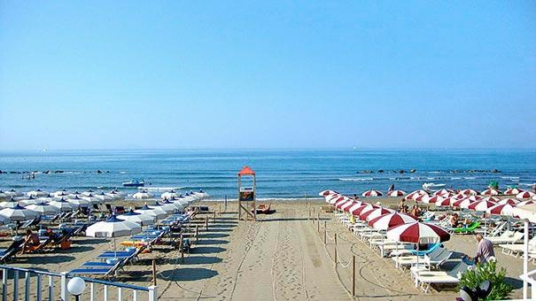 Castiglione della Pescaia hat einen der 10 schönsten Strände Italiens - ideal für Badeurlaub