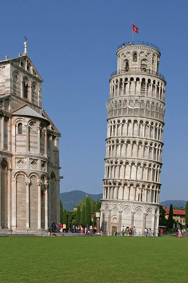 Der Schiefe Turm von Pisa ist das Wahrzeichen von Pisa