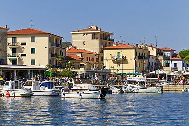 Hafen von Marina di Campo, Badeurlaub auf Elba, Toskana