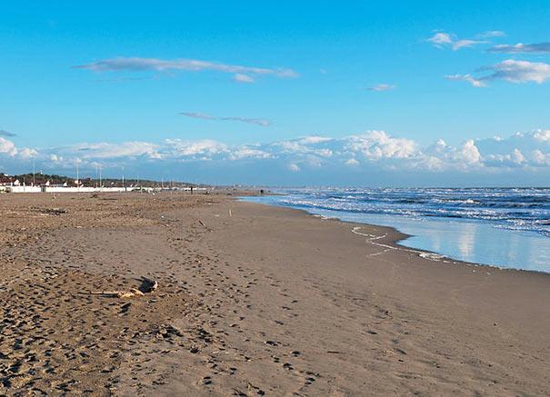 Feinsandiger Strand von Forte dei Marmi
