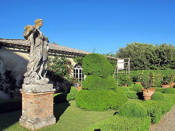 Statue in Sovicille