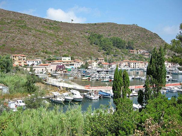 Toskanischer Archipel - Hafen von Capraia