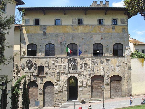 Palazzo Pretorio, Sitz des obersten Richters und der Bibliothek von Arezzo