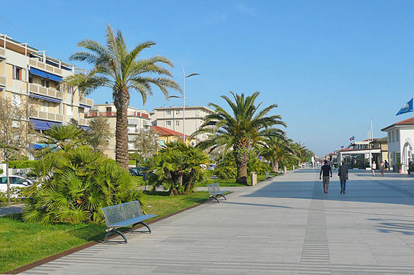 Hotels und Strandpomenade von Lido di Camaiore