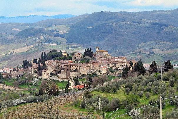 Wer Urlaub in Greve macht, sollte auch Montefioralle besuchen.