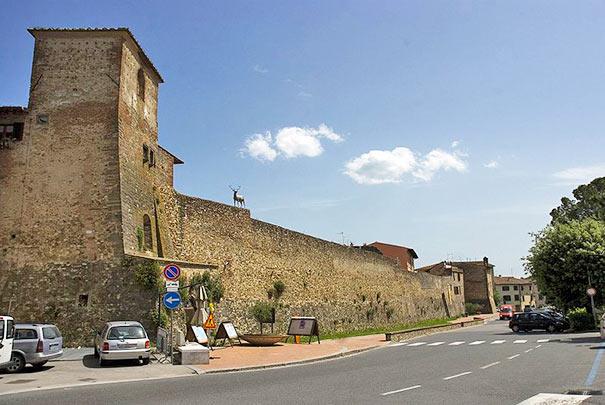 Die Stadtmauer in San Casciano in Val di Pesa