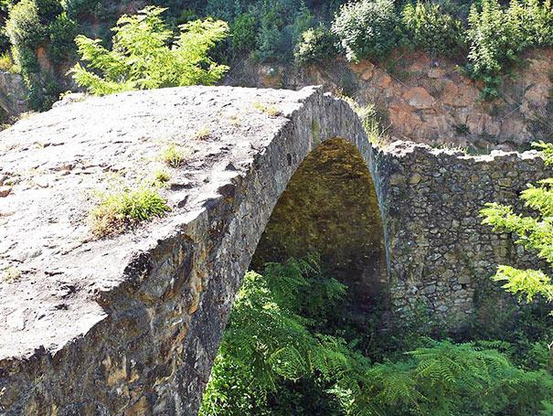 Die Brücke Ponte della Pia über den Fluss Rosia