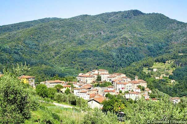 Hügelige Landschaft bei Pescia