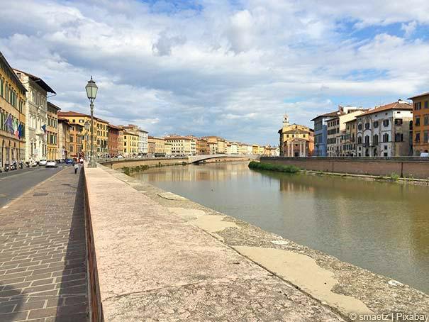 Pisa erstreckt sich entlang des Flusses Arno