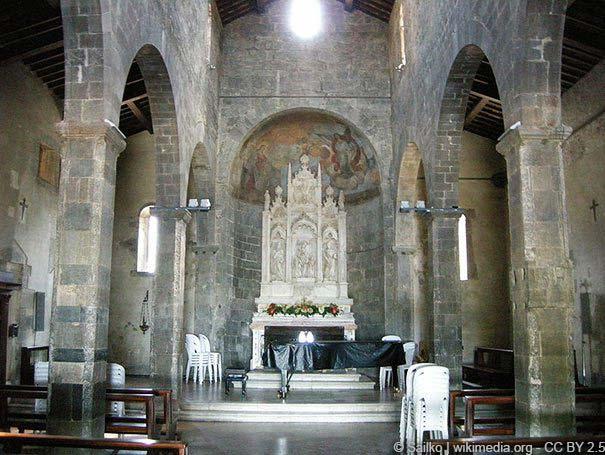 Innenraum der Pieve San Panatalone in Elici