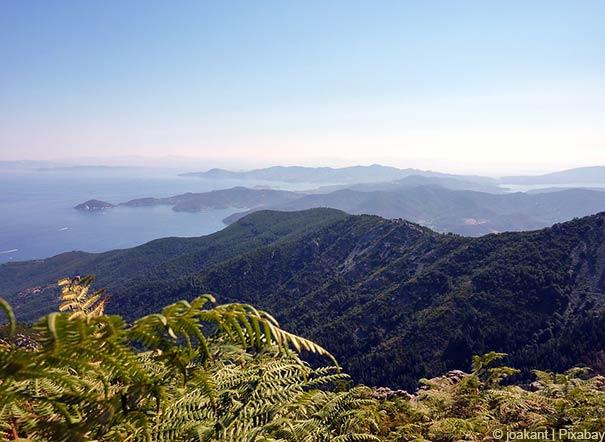 Blick auf die Landschaft des Toskanisches Archipels