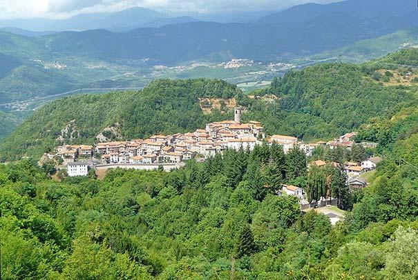 Blick über Minucciano in der Garfagnana