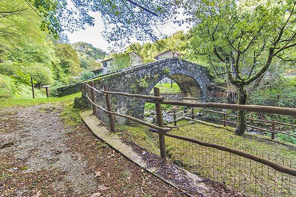 Ponte romanico a Serravalle
