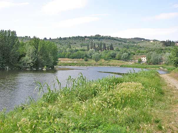 Fluß Arno in Fiesole