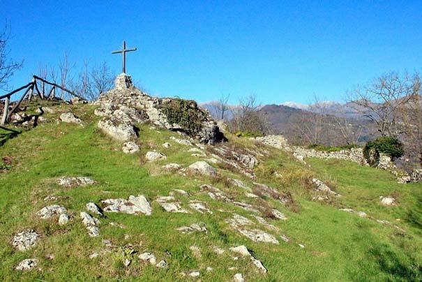 Die Burgruine Rocca di Mozzano in Borgo a Mozzano
