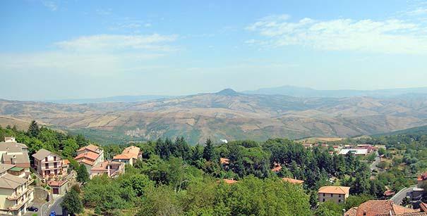 Piancastagnaio mit Monte Amiata