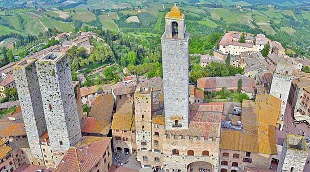 """Blick auf San Gimignano mit sogenannten """"Geschlechtertürme"""""""