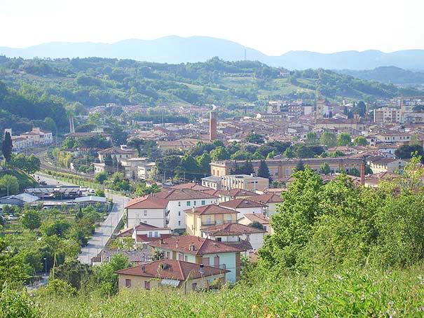 Blick auf die toskanische Gemeinde Montevarchi