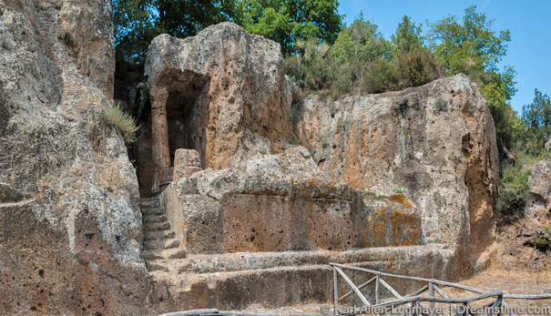Das Tomba Ildebranda und die etruskischen Nekropolen im Archäologischen Park von Sovana